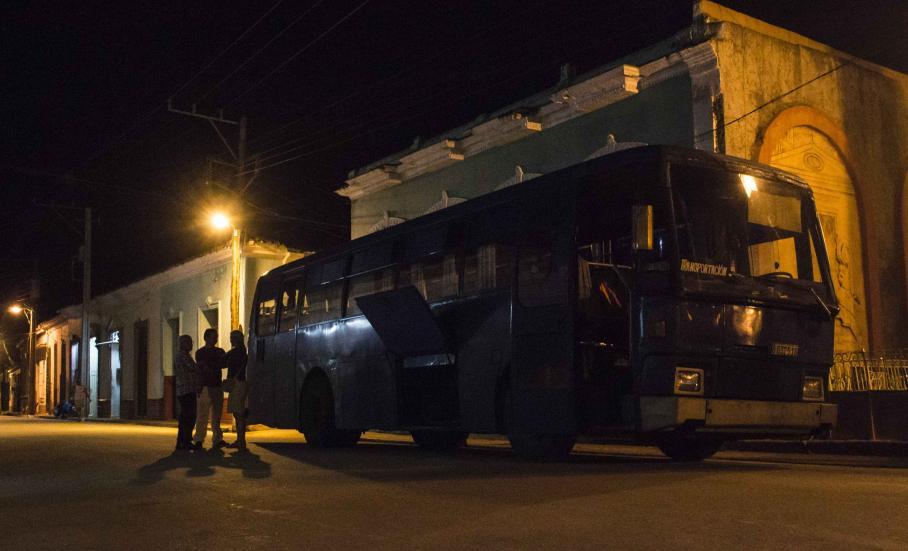 Notre bus ... 60 places pour 4 personnes !